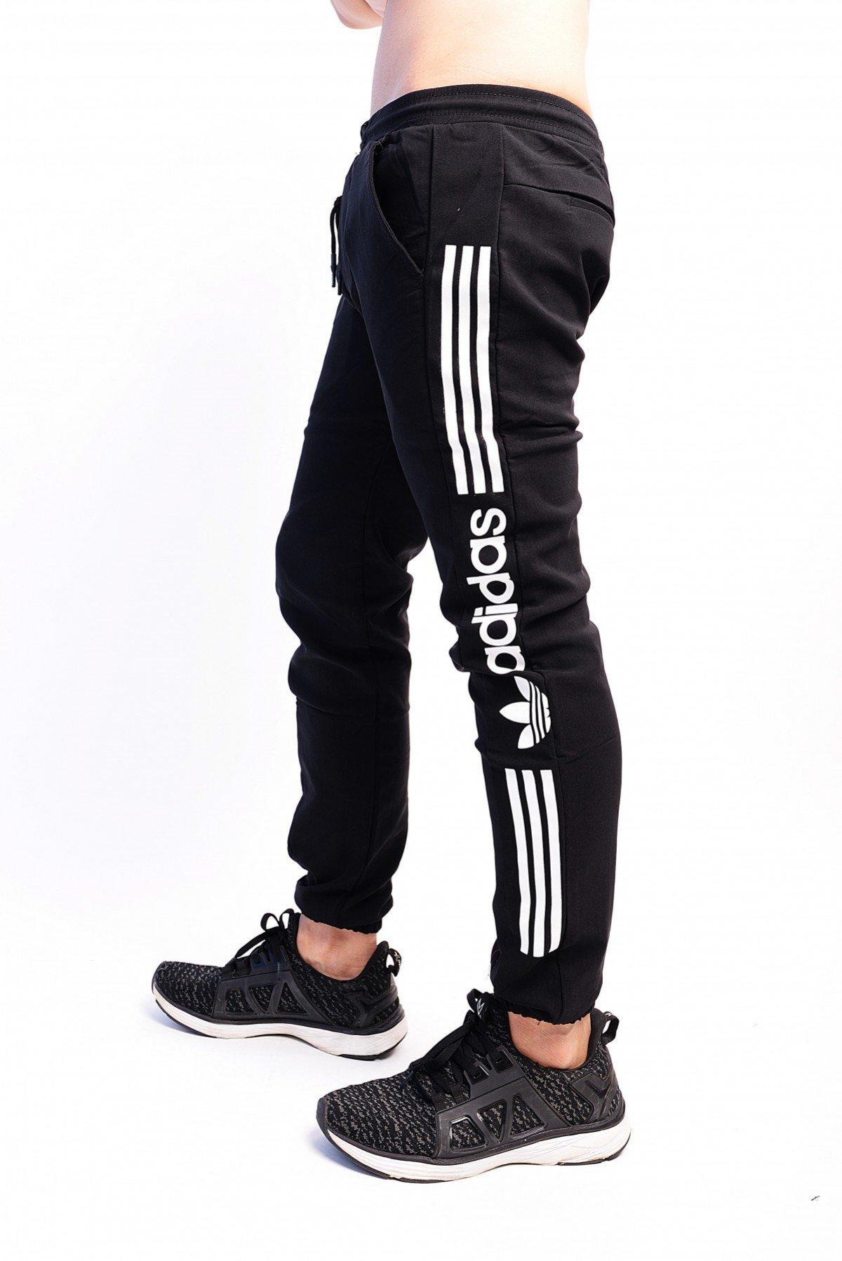 Quần jogger kaki thun 2 bên ống quần là sự kết hợp 3 sọc trắng rất là hài hoà tạo nên nét riêng của quần.